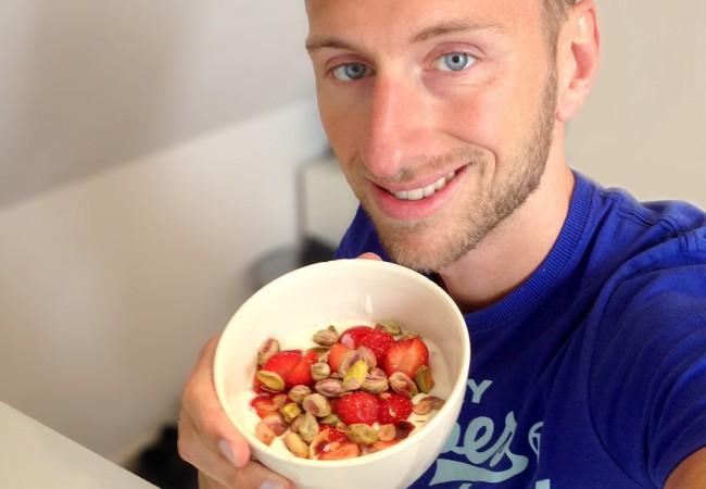 Sojayoghurt met rode aardbeien
