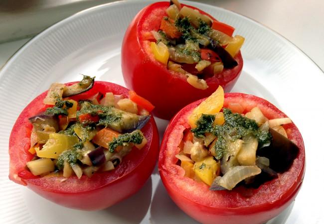 Gevulde tomaten met pesto