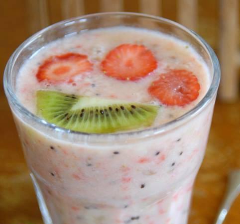 Smoothie met aardbeien en kiwi