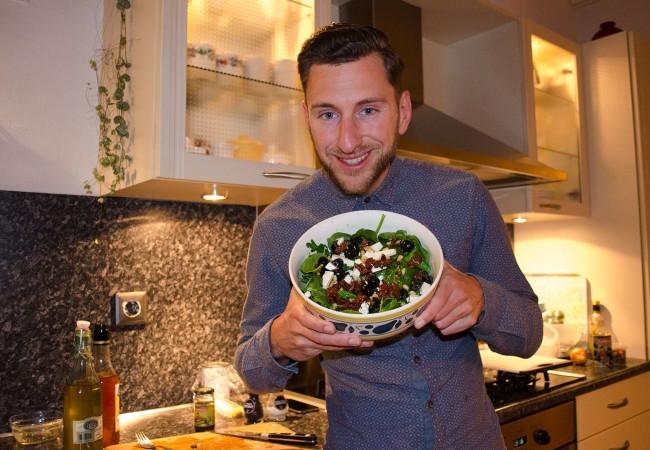 Salade van spinazie en olijven