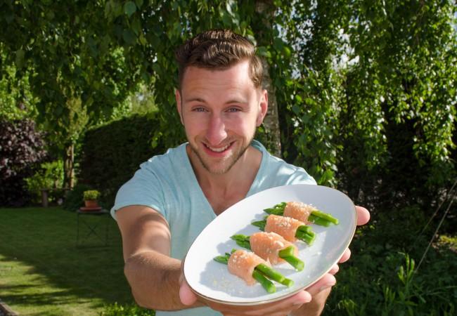 Gezonde snack: asperges met zalm