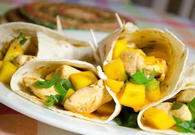 Wraps met kip en mango