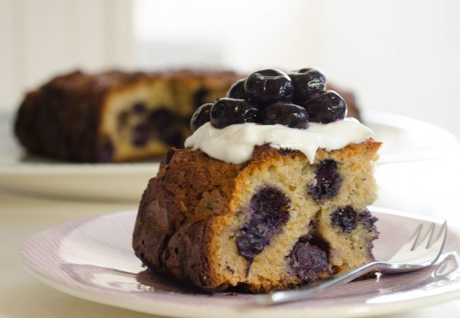 Cake maken met blauwe bessen