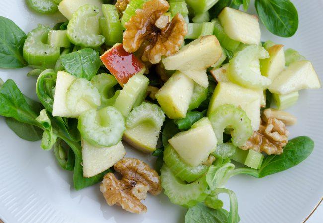 Gezonde salade met selderij